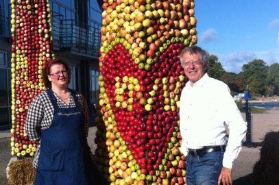 Idag, fredag den 14 oktober plockas Äppeltavlan i Kivik ner!